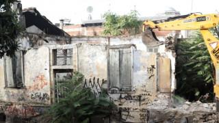 Λαμία: Ξεκίνησε η κατεδάφιση επικίνδυνων σπιτιών