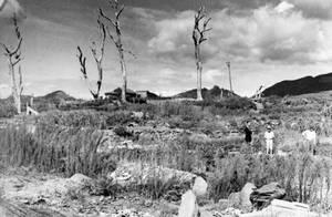 """1947, Ναγκασάκι. Η περιοχή γύρω από το σημείο """"μηδέν"""" της ατομικής έκρηξης στο Ναγκασάκι, έχει μετατραπεί σε απέραντη χέρσα γη."""