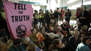Λονδίνο: Ακτιβιστές της Extinction Rebellion «κατέλαβαν» το αεροδρόμιο Σίτι
