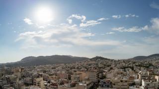 Καιρός: Ηλιοφάνεια με βροχές σήμερα - Στους 30 βαθμούς θα «σκαρφαλώσει» ο υδράργυρος