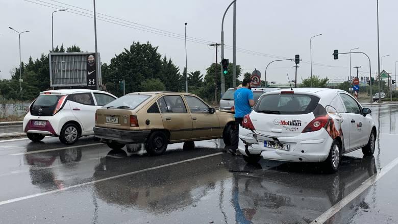 Καραμπόλα επτά οχημάτων στην Αττική Οδό
