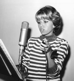 1961, Χόλιγουντ. Η 20χρονη Νάνσυ, κόρη του Φρανκ Σινάτρα, ηχογραφεί τον πρώτο της δίσκο.