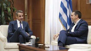 Κρίσιμα τετ-α-τετ Μητσοτάκη με τους πολιτικούς αρχηγούς για την ψήφο των Ελλήνων εξωτερικού