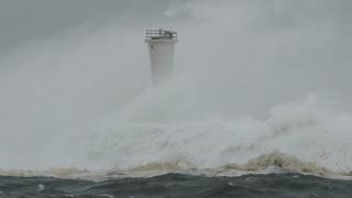 Ο τυφώνας Χαγκίμπις απειλεί την Ιαπωνία – Χιλιάδες εγκαταλείπουν τις εστίες τους