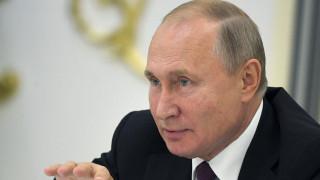 Πούτιν: Να φύγουν όλα τα ξένα στρατεύματα από τη Συρία εκτός αν τα έχει καλέσει ο Άσαντ