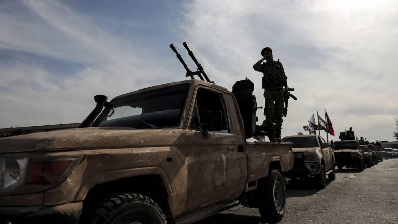 Στο πλευρό των Κούρδων οι δυνάμεις του Άσαντ: Παίρνουν θέσεις μάχης κατά της Τουρκίας