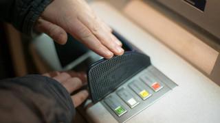 Νέες τραπεζικές χρεώσεις: Δείτε αναλυτικά τις νέες προμήθειες