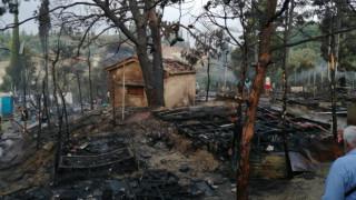 Νύχτα καταστροφής στο ΚΥΤ Σάμου: Καρέ - καρέ η επόμενη μέρα