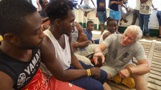 Η Φλωρεντία τίμησε τo Ρίτσαρντ Γκιρ για τη βοήθεια στους πρόσφυγες – Δεξιοί διαδήλωσαν εναντίον του