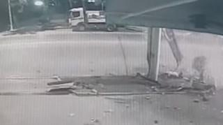 Θεσσαλονίκη: Βίντεο ντοκουμέντο με αυτοκίνητο που «καρφώθηκε» σε βενζινάδικο