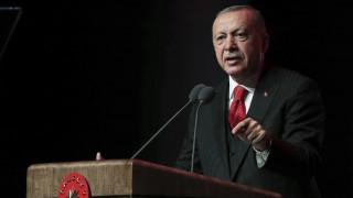 Ερντογάν: Οι Κούρδοι να παραδώσουν τα όπλα τους μέχρι το βράδυ