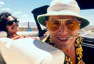 Τζόνι Ντεπ Ο Τζόνι Ντεπ διακινδύνευσε τη ζωή του όταν προετοιμαζόταν για το ρόλο του Χάντερ Τόμσον στη  ταινία «Fear and Loathing in Las Vegas» του Τέρι Γκίλιαμ.  Πήρε σκληρά ναρκωτικά και πολλά βράδια κοιμόταν δίπλα σε πολύ επικίνδυνες ουσίες, όπως νιτ