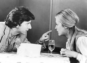 Ντάστιν Χόφμαν Η Μέριλ Στρίπ είχε μιλήσει για το χαστούκι που  της έδωσε ο Ντάστιν Χόφμαν στα γυρίσματα της ταινίας του 1979 «Kramer vs Kramer», κάτι το οποίο την είχε θυμώσει πολύ, καθώς ήταν πέρα από τα όρια της υποκριτικής πιστότητας.