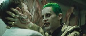 Τζάρετ Λίτο Ο Λίτο μπήκε τόσο πολύ στο ρόλο του Τζόκερ, στην ταινία «Suicide Squad», του 2016, που έφτασε να στέλνει λαστιχένιες σφαίρες και χρησιμοποιημένα προφυλακτικά στους συμπρωταγωνιστές του, Μαργκό Ρόμπι και Γουίλ Σμιθ, ενώ έδειχνε στα μέλη του συ