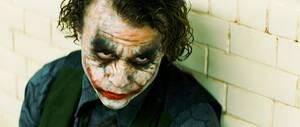 Χιθ Λέτζερ Ο Χιθ Λέτζερ είχε «ενσωματωθεί» τόσο πολύ με το ρόλο του Τζόκερ στην ταινία The Dark Knight (2008), που στο τέλος κοιμόταν μόλις 2 ώρες κάθε βράδυ, κλειδωμένος στο δωμάτιο ενός ξενοδοχείου. Εκεί έγραφε ένα ημερολόγιο, με τις εμπειρίες του ως Τ