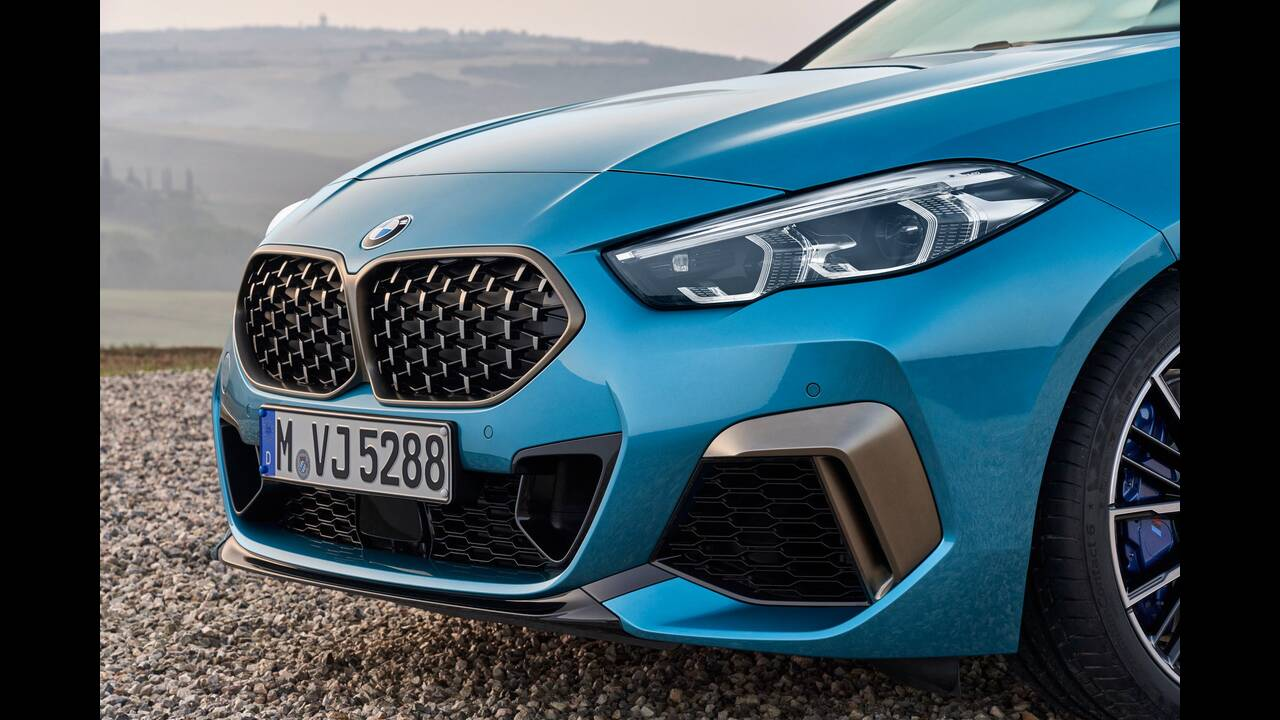 https://cdn.cnngreece.gr/media/news/2019/10/16/194093/photos/snapshot/BMW-2-GRAN-COUPE-10.jpg