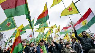 Γερμανία: Διαδηλωτές υπέρ των Κούρδων διέκοψαν κυβερνητικό μπρίφινγκ