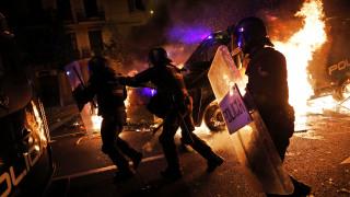 Τρίτη νύχτα έντασης στη Βαρκελώνη – Πάνω από 20 οι συλλήψεις