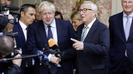 Brexit: «Έχουμε συμφωνία» δηλώνουν Γιούνκερ-Τζόνσον