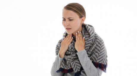Πονόλαιμος: Πώς θα τον θεραπεύσουμε ώστε να μην καλύψουμε απλά τα συμπτώματα