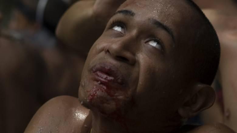 Βενεζουέλα: Οι άνθρωποι αναζητούν τη λύτρωση σε αρχαίες λατρείες με αίμα, φωτιά και ξόρκια