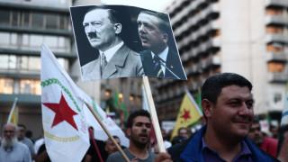 Ένταση και μικροεπεισόδια στην πορεία των Κούρδων στο κέντρο της Αθήνας