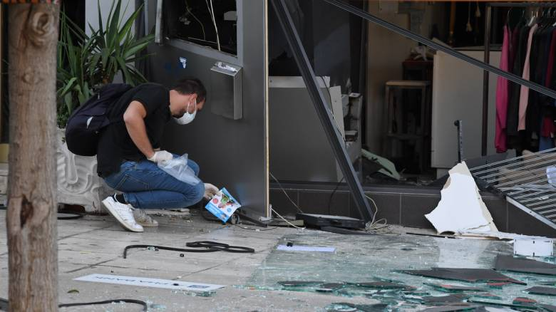 Ισχυρή έκρηξη στο κέντρο της Γλυφάδας: «Ισοπέδωσαν» ΑΤΜ - Ένας ελαφρά τραυματίας