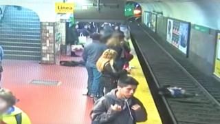 Σοκαριστικό βίντεο: Λιποθύμησε στην αποβάθρα του μετρό και έριξε γυναίκα στις ράγες