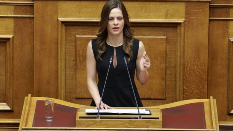 Αχτσιόγλου: Μνημονιακές παραισθήσεις του υπουργείου Εργασίας