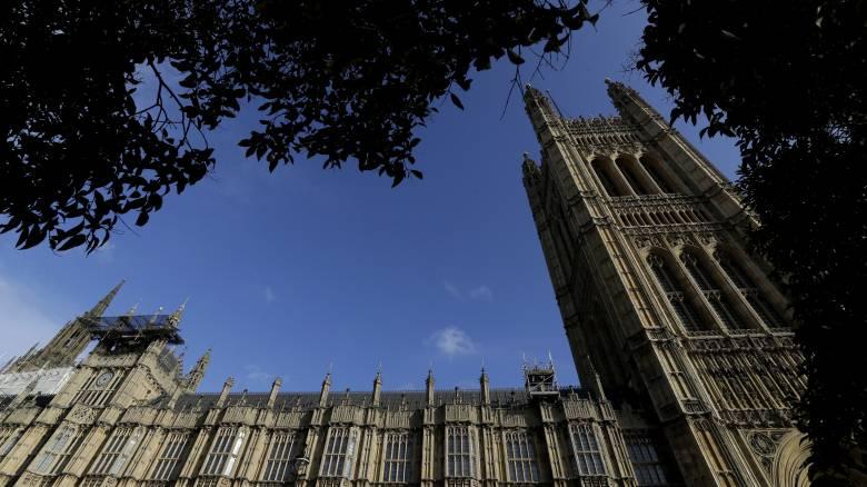 Βρετανία: Δύο προτάσεις προς συζήτηση στην έκτακτη συνεδρίαση του κοινοβουλίου