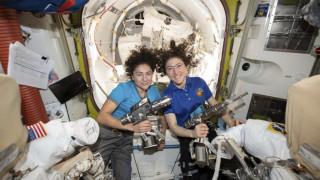 Ιστορική στιγμή για τη NASA: Για πρώτη φορά, δύο γυναίκες βγαίνουν μαζί στο διάστημα