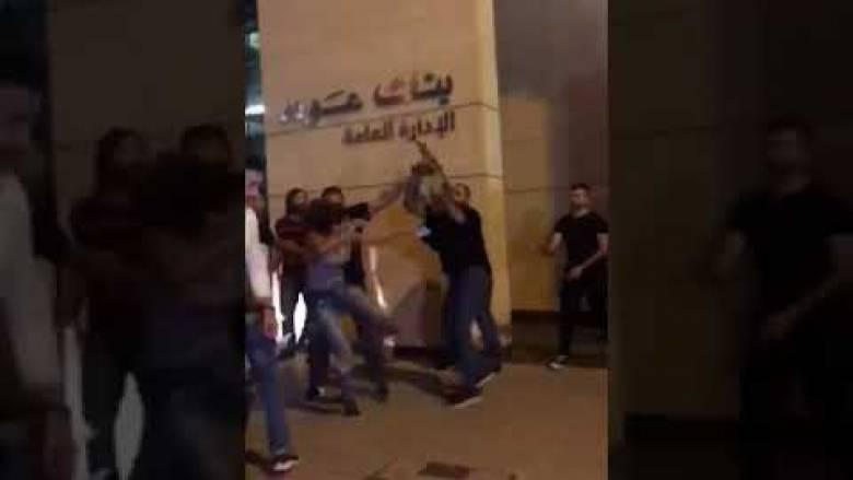 Λίβανος: Μια γυναίκα αναδεικνύεται σε σύμβολο των διαδηλώσεων κατά της διαφθοράς με... μια κλωτσιά