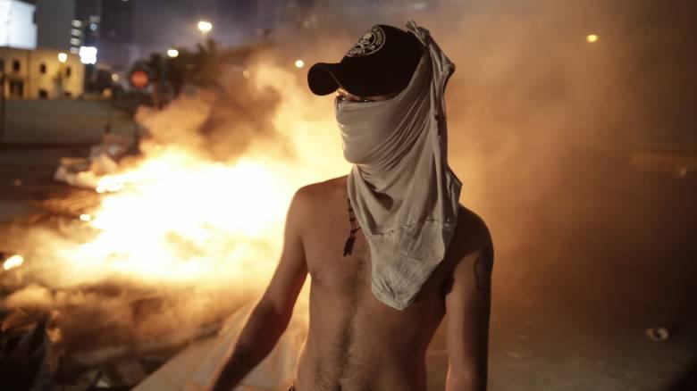 «Σείεται» η Βηρυτός από τις μαζικές αντικυβερνητικές διαδηλώσεις