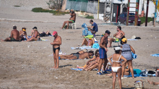 Καιρός για μπάνιο: Φθινοπωρινές βουτιές στις παραλίες της Αθήνας