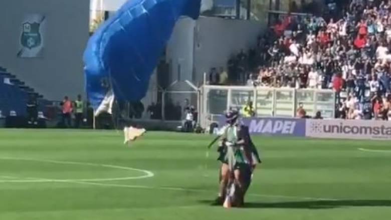 Απροσδόκητος «εισβολέας» σε αγώνα της Ίντερ - Μπήκε στο γήπεδο από αέρος