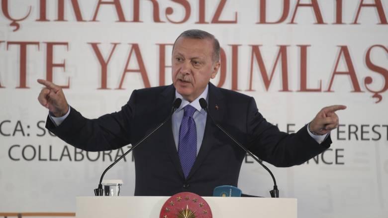 Προειδοποίηση Ερντογάν στις ΗΠΑ: Τηρήστε τη συμφωνία ή θα επαναλάβουμε τις επιχειρήσεις στη Συρία