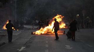 Στις φλόγες η Χιλή: Επτά νεκροί στα βίαια επεισόδια του Σαββατοκύριακου