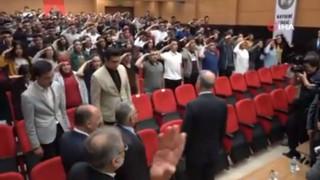 Σάλος με μαθητές στην Τουρκία: Χαιρετούν στρατιωτικά τον Ακάρ