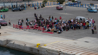 Σάμος: Στον Πειραιά μεταφέρονται 700 μετανάστες – Συλλαλητήριο στο νησί