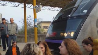Θεσσαλονίκη: Κατάληψη σιδηροδρομικής γραμμής από γονείς και μαθητές για ελλείψεις εκπαιδευτικών