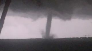 ΗΠΑ: Ανεμοστρόβιλος σάρωσε το Ντάλας - Εικόνες καταστροφής (pics&vids)