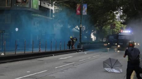 Χονγκ Κονγκ: Η αστυνομία ζήτησε συγγνώμη γιατί εκτόξευσε μπλε μπογιά σε τέμενος (vid)