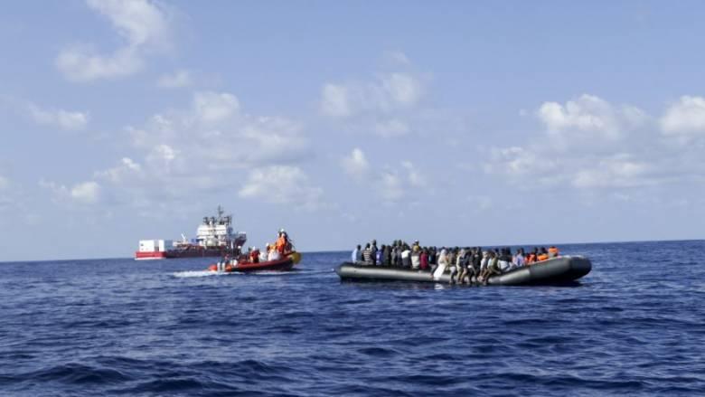 Η SOS Mediterranee αναζητά λιμάνι για 104 διασωθέντες μετανάστες από τη Λιβύη