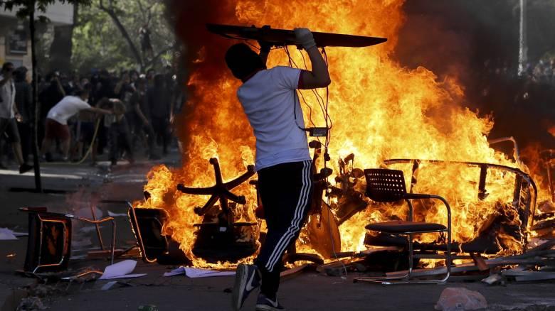 Χάος στη Χιλή: Συνεχίζονται οι ταραχές και οι διαδηλώσεις - Αυξήθηκε ο αριθμός των θυμάτων