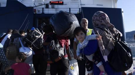 Στο λιμάνι του Πειραιά έφτασαν 156 αιτούντες άσυλο από τη Μυτιλήνη