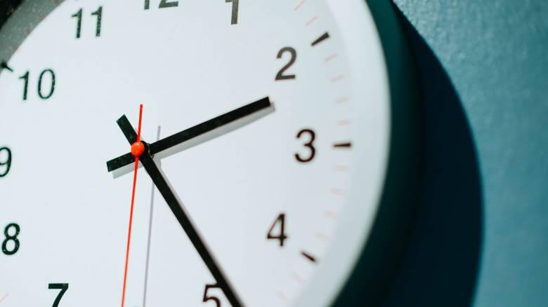 Αλλαγή ώρας: Δείτε πότε θα γυρίσετε τους δείκτες των ρολογιών σας