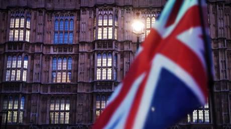 Ραγδαίες εξελίξεις στη Βρετανία: «Ναι» στη συμφωνία, «όχι» στο χρονοδιάγραμμα
