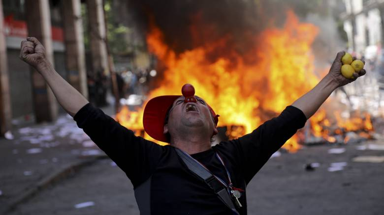 Χιλή: Η κυβέρνηση προσπαθεί να κατευνάσει την οργή των πολιτών με αυξήσεις - Αυξήθηκαν οι νεκροί