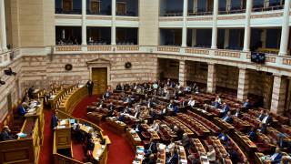 Ένσταση αντισυνταγματικότητας από ΣΥΡΙΖΑ και ΚΙΝΑΛ στον αναπτυξιακό νόμο - Ονομαστική από το ΚΚΕ