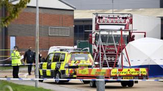 Μακάβριο εύρημα στη Βρετανία: Οι πρώτες εικόνες από το φορτηγό με τα 39 πτώματα